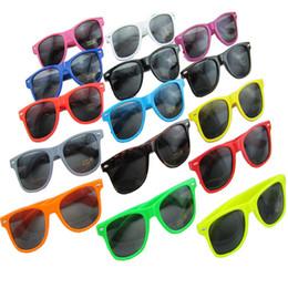 14 colors hot sale classic style sunglasses women and men modern beach sunglasses Multi-color sunglasses