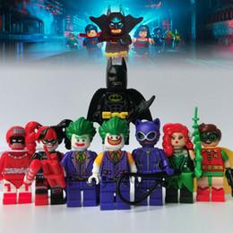 Película de acción en venta-2017 las figuras de acción de la película de 8pcs / lot Batman juega el minitoy determinado del juguete del bloque de edificio del petirrojo de Harley Quinn del bromista