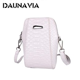 Daunavia mini shoulder bag mobile phone bag new Korean mobile phone case fashion is difficult crocodile style