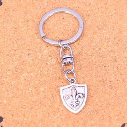 New Fashion medal fleur de lis Keychains Vintage Antique Silver plated Keyholder fashion Solid Pendant Keyring gift