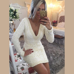 Promotion robe de conception en cristal court Fashion Design V-neck Lace à manches longues Robes de cocktail blanc avec perles courtes Mini Sexy Backless Prom Pageant Robes