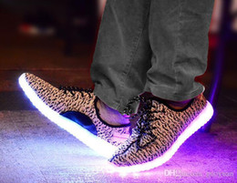 Canada Pop LED Shoes Light Chaussures clignotantes colorées avec charge USB Unisex Fluorescent Couple Party et sport Chaussures fraîches pour les enfants et les adultes pop usb promotion Offre