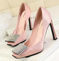 Promotion chaussures habillées pour les femmes prix Grossiste livraison gratuite prix d'usine chaud vendeur rose chaussures de mariée couleur verte robe de mariée diamant carré talon chaussures femmes shoes091