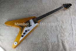 Voler v en Ligne-Livraison gratuite Top Guitare couleur bois de haute qualité EMG pick-up volant guitare électrique V type