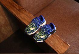 Zapatos de los niños 2016 La nueva moda del intermitente de Spiderman del otoño de la primavera se divierte las zapatillas de deporte para los cabritos ligeros del deporte de los cabritos de los niños calza el tamaño 21-30 TX6 supplier spiderman shoes for boys desde zapatos de hombre araña para niños proveedores