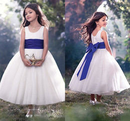 2017 Flower Girls Dresses For Weddings Scoop Neck Sleeveless A Line Ankle Length With Royal Blue Belt Ball Gown Girls Communion Dresses