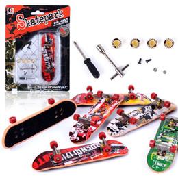 Venta al por mayor de pie bordo en venta-Venta al por mayor-2016 Mini patín de dedo Skate Park dedo bordo con herramientas de accesorios de aleación de pie divertida mesa de juego de mesa de juguete para los niños