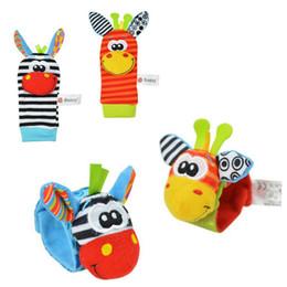 Chaussettes lamaze hochet en Ligne-Lamaze A B C 3 style Sozzy hochet de poignet âne Zebra Wrist Rattle et chaussettes jouets (1set = 2 pcs poignet + 2 pcs chaussettes)