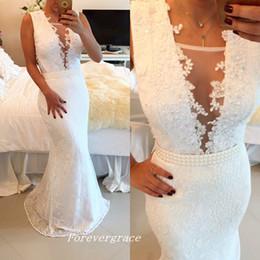 Цветное кружево на белом платье