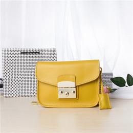 Acheter en ligne Chain bag women s handbag-Vente en gros-Metropolis 2016 Trend Femmes en cuir véritable sac à main Mini-chaîne d'embrayage Sac petit sac à main, classique Crossbody Flap sacs 199