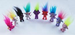 Descuento niños mini lápiz Mini tamaño Trolls Pencil Topper La buena suerte Trolls muñeca película Roles Figuras de acción Modelo PVC juguetes regalos para niños envío gratis