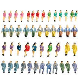 Figuras de la gente modelo en venta-Venta al por mayor-50 piezas 1:50 Escala pintada figuras para la disposición y los modelos de paisaje Pasajeros de tren modelo Todos los asientos de personas de diseño del edificio