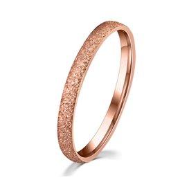 Descuento alto acero inoxidable pulido IP Rose oro plateado anillos de acero inoxidable para las mujeres exquisita 3 mm de ancho mate polaco tecnología banda anillo de alta calidad