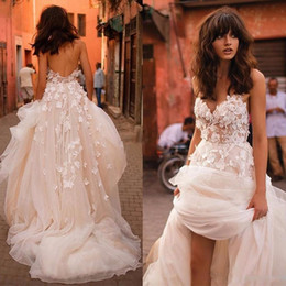 2018 Boho Wedding Dresses with 3D Floral V-neck Tiered Skirt Backless Plus Size Elegant Garden Country Wedding Bridal Gowns