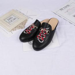 Broderie chaussures plates en Ligne-Au printemps de la nouvelle broderie Rose Flower Slippers Baotou Flower Snake Lady Chaussures avec semelle plane