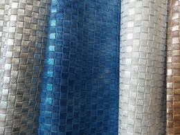 Perlas de perlas directas de la fábrica tejidas en el extremo de los materiales de los bolsos de cuero de la PU, materiales usados desde armadura usada fabricantes
