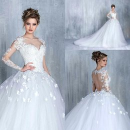 2018 Vintage 3D-Floral Long Sleeves Sweetheart A-line Wedding Dresses Appliques Backless Tulle Bridal Gowns with Sweep Train