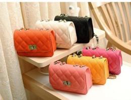 Promotion chain bag women s handbag La nouvelle édition 2016 édition pure sac à main couleur sac bandoulière simple chaîne petit sac joker petit paquet