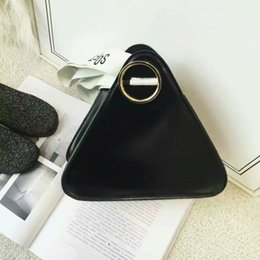 Wholesale South Korea triangle bag modelling novel and unique manufacturing is not the same feeling Not the same style South Korea fashion handbag
