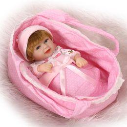 Promotion bébé oreillers corps NPKCOLLECTION Mini Reborn Baby Doll 10 pouces Full Body Vinyl Baby Alive Toys Girls Gift Basket Couche Manteaux Outfit