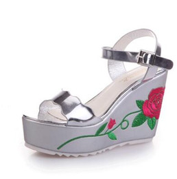 Lady beautiful new summer slope with thick flat bottom muffin toe high-heeled shoes cool word buckle