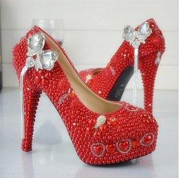 Promotion perles de diamant hauts talons Nouveau diamant chaussures en cristal mariée chaussures de mariage perle bowknot tassel mariage chaussures à la main à talons hauts étanche