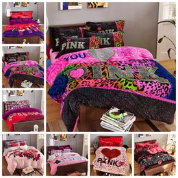 Wholesale Pink Bedding Set VS Duvet Covers Pink Letter Bed Sheet Flannel Bedclothes Set Leopard Flower Pillowcases Fashion Bedding Home Textiles B1410