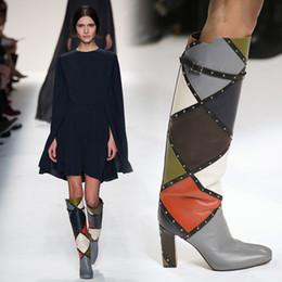 Longue en cuir femmes boot à vendre-Mix Bloc de couleur Rivers Rivets Bottes hautes bottes de cuir Botte Femme Chaussures de bottines à talons épais / Botas longues Chaussures Chunky Slip On Femmes Bottes