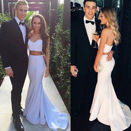 Cheap High Quality Two Pieces Prom Dresses White Ivory Sweetheart Sleeveless Crop Top Mermaid Evening Party Gowns Custom Made Sweep Train