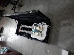 Acheter en ligne Guitare double goulots-Livraison gratuite! Haute qualité 6 + 12 cordes personnalisé double cou SG blanc guitare électrique matériel en or avec boîtier 119 Real photos