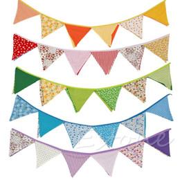 Vente en gros de nouveaux drapeaux en tissu coloré Bannières Décoration de mariage Bunting Party Garland Decoration fabric bunting banner on sale à partir de tissu étamine bannière fournisseurs