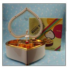 Wholesale Beautiful music box rotating clockwork Ballet Music Box flash heart shaped valentines
