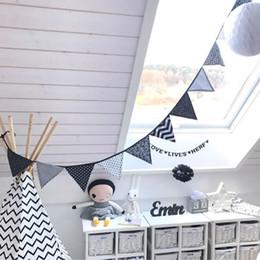 Tissu de coton Banderole drapeau fanion Banderole Guirlande drap noir et blanc Drapeaux de mariage Drapeaux d'extérieur Tente Deco Bannière d'anniversaire Party Boy à partir de tissu étamine bannière fabricateur