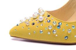 Wholesale La nueva boda de la perla de la pelusa del amarillo de la manera calza el zapato de las mujeres de los altos talones del Rhinestone de la plata que casa los zapatos nupciales Red Soled los zapatos nupciales