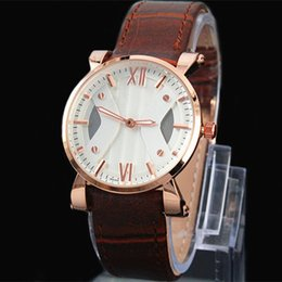 2017 New brand clock Hot Sale Fashion Man women Watch genuine Leather Unsex wristwatches Table Quartz watch free shiping Casual female clock