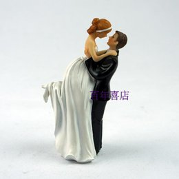 Creative western wedding cake decorations, bride and groom, resin dolls, wedding gifts, cake dolls