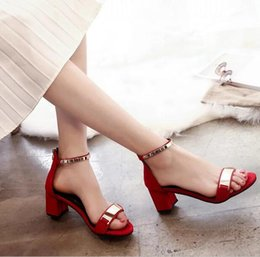 In the summer of beautiful new heels all-match a coarse toe buckle lady Rome cool shoes