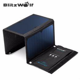 Панель зарядное устройство Оптово-BlitzWolf Новые 20W 3A Портативный солнечных батарей Power Bank Складная POWERBANK USB Solar С Power3S SunPower от Производители панели солнечных ячеек оптового