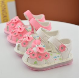 2017 infant Bow Heart-shaped shoes toddler Soft bottom Walkers PU Newborn Baby First Walkers LED Light