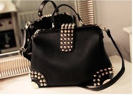 Qiao Ba Ni 2017 new fashion trends in Europe and the United States rivets rivets shoulder oblique cross female bag