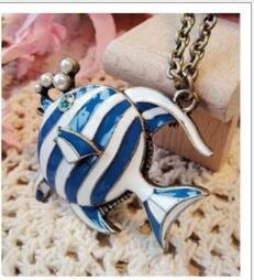 2017 colgantes tropicales Collar largo de las mujeres encantos Rurope azul pescado tropical colgante collar de bronce Collar cadena encanto bronce Collares colgantes de pescado azul colgantes tropicales oferta