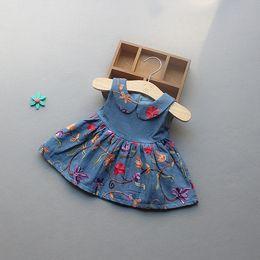 Wholesale new arrivals girl kids Elegant dress Pet Pan Collar Sleeveless Emboridery Flower girl kids dress charming pleated denim girl dress