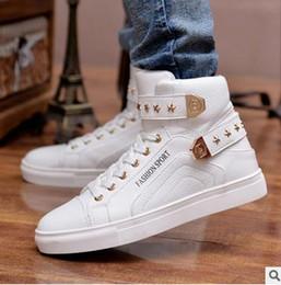 Descuento altos tops hombres 45 Nuevos 2017 altos hombres superiores calzan los zapatos rojos sólidos de Hip Hop de los hombres rojos blancos negros de la manera de la PU de la manera de los zapatos ocasionales de los hombres EUR Tamaño 39-45