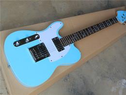 Descuento guitarra de la mano izquierda verde Guitarra eléctrica de la mano de la fábrica de la fábrica al por mayor-verde dejado de la guitarra con el EQ activo, el pickguard blanco, el inlay del árbol de la vida, se puede modificar para requisitos particulares