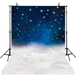 Promotion backdrops de vinyle de photographie de bébé Blue Night Glitter Stars Vinyl Photograph Backdrops White Thick Clouds Enfants Enfants Fond d'écran pour studio Nouveau-né Baby Photo Shoot Props