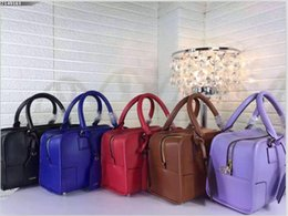 Wholesale superior quality Amazon handbag large capacity travel foreskin is soft and comfortable size CM