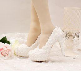 Chaussures habillées pour les femmes prix à vendre-Chaussures de haute qualité de mode hauts talons Chaussures de mariage nuptiale robe de mariage blanc taille 35-39 Chaussures de printemps et d'automne femmes Prix bas Livraison gratuite