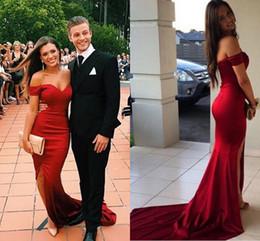 Vestidos de fiesta de la alfombra roja vestidos de pierna partido fuera de los vestidos de novia de tren de la sirena de la longitud del tren Vestidos de novia baratos de la parte posterior de la cremallera Vestidos desde alfombra roja del hombro fuera fabricantes