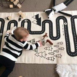 Размеры одеяло для продажи-Baby Play Мат Playmat для детей Детская комната Коврик Большой размер 175 * 70 см Автомобильные игрушки Играя коврики Простой черный белый Дети играют одеяло