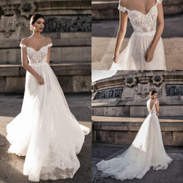 2018 New Sheer Bohemian Off Shoulder Wedding Dresses Lace Applique Romantic Tulle Court Train Backless Bridal Gowns Custom Made